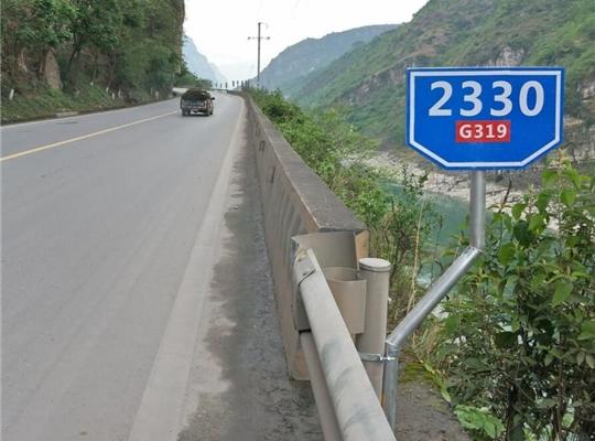 大家了解公路標志桿裝置時的相關要點嗎?